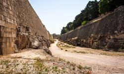 Вдоль стен старого города можно гулять (прогулка заняла у нас часа три)