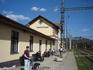 Железнодорожная станция Жьяр(Жар)-над-Хроном: маленькая, расположена на окраине городка, однако, грязновато