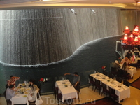 Знаменитый фонтан в Дубай Молл
