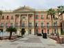 Современное здание мэрии Мурсии было построено в XIX веке на месте, которое ранее занимал Daraxarife или Palacio del Príncipe, относящийся к Алькасару ...