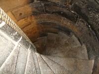 лестницы, лестницы, лестницы, лестницы...., бескрнечное количество лестниц....