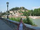 Река огибает Верону как подкова, вдалеке замок, к сожалению,  в настоящее время разрушен