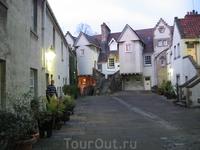 Один из уютных жилых двориков в старом городе Эдинбурга