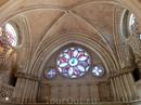 В XVIII веке мэр города Куэнка обратился к знаменитому архитектору Вентуре Родригесу с просьбой возвести в заалтарной части собора большое прозрачное окно ...