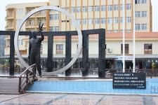 Памятник Ататюрку в Кемере. Мустафа Кемаль Ататюрк (  19 мая 1881 — 10 ноября 1938) — видный турецкий политик, первый президент Турецкой Республики. У ...