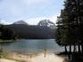 Черное озеро. Уровень воды очень изменчив - в мае воды много, она скрывает перешеек, подходит вплотную к самым скамеечкам.