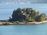 островок Понтикониси ( мышиный)