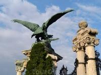 г.Будапешт, при входе во дворец.