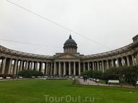 Казанский собор возводился по проекту архитектора Андрея Никифоровича Воронихина с 1801 по 1811 гг.Он строился на том месте Невского проспекта, где находилась ...