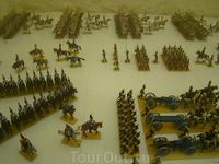 Толедо. Замок Алькасар. В музее выстроились целые армии из оловянных солдатиков