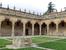 Красивейший дворик из которого можно пройти в университетский музей. Резьба повсюду, это очень красиво.