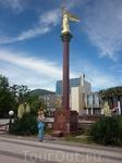 Ангел мира на центральной площади в п. Лазаревское