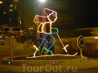 А это лыжник показывает водителям разворот в Ла Массане