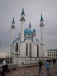 Кремль. Мечеть Кул Шариф Расположена в центральной части крепости во дворе здания Юнкерского училища. Один из символов г.Казани. Мечеть построена в 1996—2005 гг. В цокольном этаже здания разместились