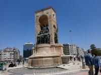 Памятник независимости на Таксиме.