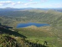 Очень красивое, но очень труднодоступное озеро в долине реки Пезо, бассейн реки Кан, Енисей. Расположено в Восточном Саяне. Расположенона  высоте 1579 ...