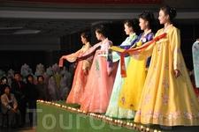 Дамы в национальных костюмах