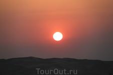 Сафари на белых джипах по пескам Эмиратов. Закат.