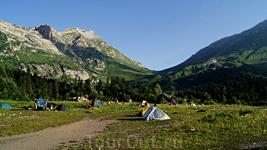 Утро третьего дня.Сегодя будет трудный день-будем брать Фишт-Оштеновский перевал.Отсюда он виден. 