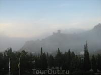 Генуэзская крепость. Туман.