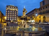 Некогда P.Barberini была центральной площадью как папского, так и аристократического Рима.В центре площади установлен фонтан Тритона (1643) работы Бернини: ...