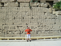 одна из стен внутри храма