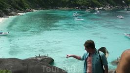 У острова №8 из Семиланских - притягивающая лазурь морской глади, белый крахмальный песок под защитой ЮНЕСКО.