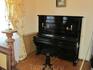 Пианино в столовой.