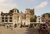 В апреле 2010 года здание стали использовать как центр общины и информационный пункт, с местом для встреч, выставок и других мероприятий. Рынок Дом также ...