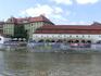 Слева по борту - остров Кампа и музей Кафки.