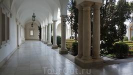 Ливадийский дворец_один из двориков by D.