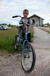 А это Максимка из Лахколампи - маленький мужичок, для своего возраста он очень серьёзный, жизнь в деревне не балует.