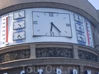 Часы на набережной.