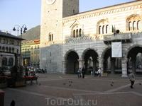 Часть Кафедрального собора. Целиком его сфотографировать было нереально, потому что он очень большой, а площать перед ним очень маленькая :)