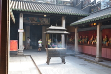 Храм  рядом с парком Ливань