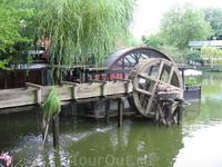 Водная мельница в парке