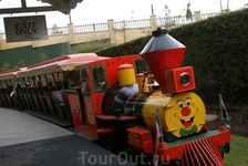 Так же в Gold Reef City много аттракционов для детей и взрослых. Но мини железная дорога - это символ.