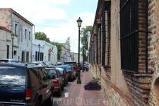 Улица Дам- первая мощеная улица построенная по просьбе жены Диего Колумба- Марии де Толедо. Для того чтобы она и придворные дамы могли прогуливаться в ...