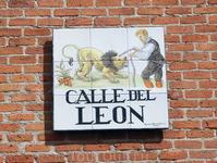Согласно легенде эта улица получила свое название после того, как здесь жил индус, державший для потехи публики льва. А еще эта улица знаменита тем, что ...