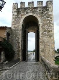 Ворота Беcалу