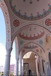 у входа в мечеть