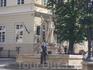 Такие скульптуры стоят на 4-х углах здания ратуши