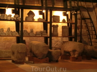 В этом филиала музея оказалась множество подобных фигур, найденных на территории города.