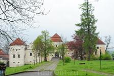 Замок Свирж. Здесь снимали мушкетеров.