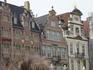 Дом с золотыми  лебедями в 16  веке был  пивоваренным  заводом,позже, в  17  веке  в здании  разместился  трактир,где  продавали  пиво  и  девиц  на  часок ...