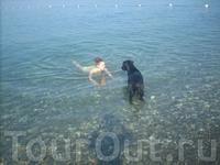 наша охрана, всегда с нами на пляж ходил