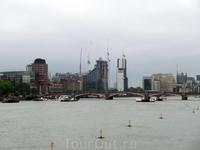 Два берега у одной реки Темзы. Здесь - Лондон индустриальный.