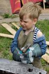 Даже самые маленькие гости фестиваля могли поучиться кузнечному ремеслу Фестиваль Кузница счастья-2012