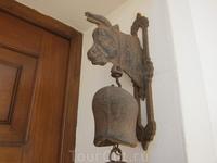 Старинный колокольчик на дверях
