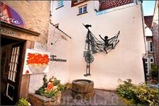 В квартале Шнор можно погулять по берегу Везера, пройтись по ювелирным и художественным лавкам, посидеть в кафе или ресторане или просто заглянуть во многочисленные ...